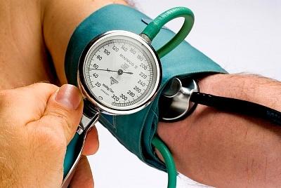 Какие симптомы у мужчин указывают на низкое давление, в чем причины и каково лечение гипотонии